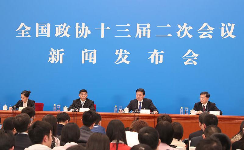 郭卫民向中外媒体介绍本次大会有关情况