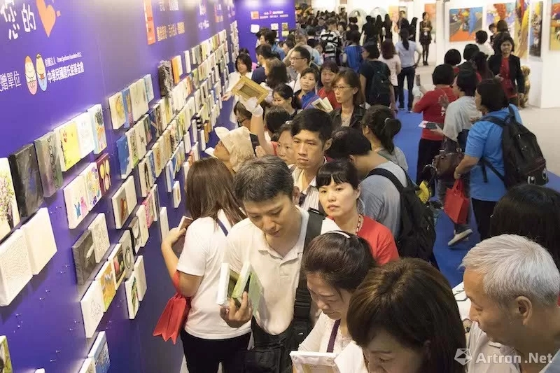 """台北新艺术博览会""""艺出慈悲""""慈善义卖:千元作公益 """"百大名人""""带回家"""