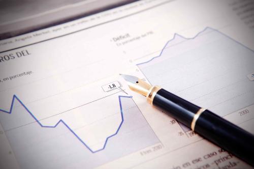 QDII基金业绩居前 全球配置降低投资风险