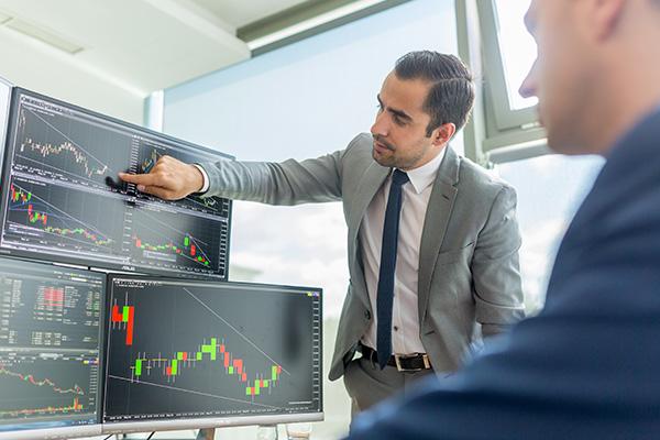 纽约三大股指14日上涨 道指涨逾200点