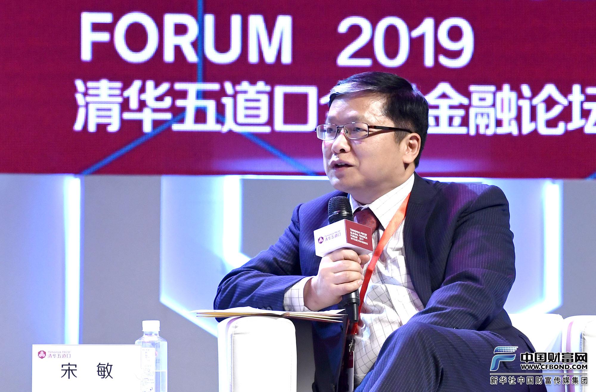 演讲嘉宾:武汉大学经济与管理学院院长宋敏