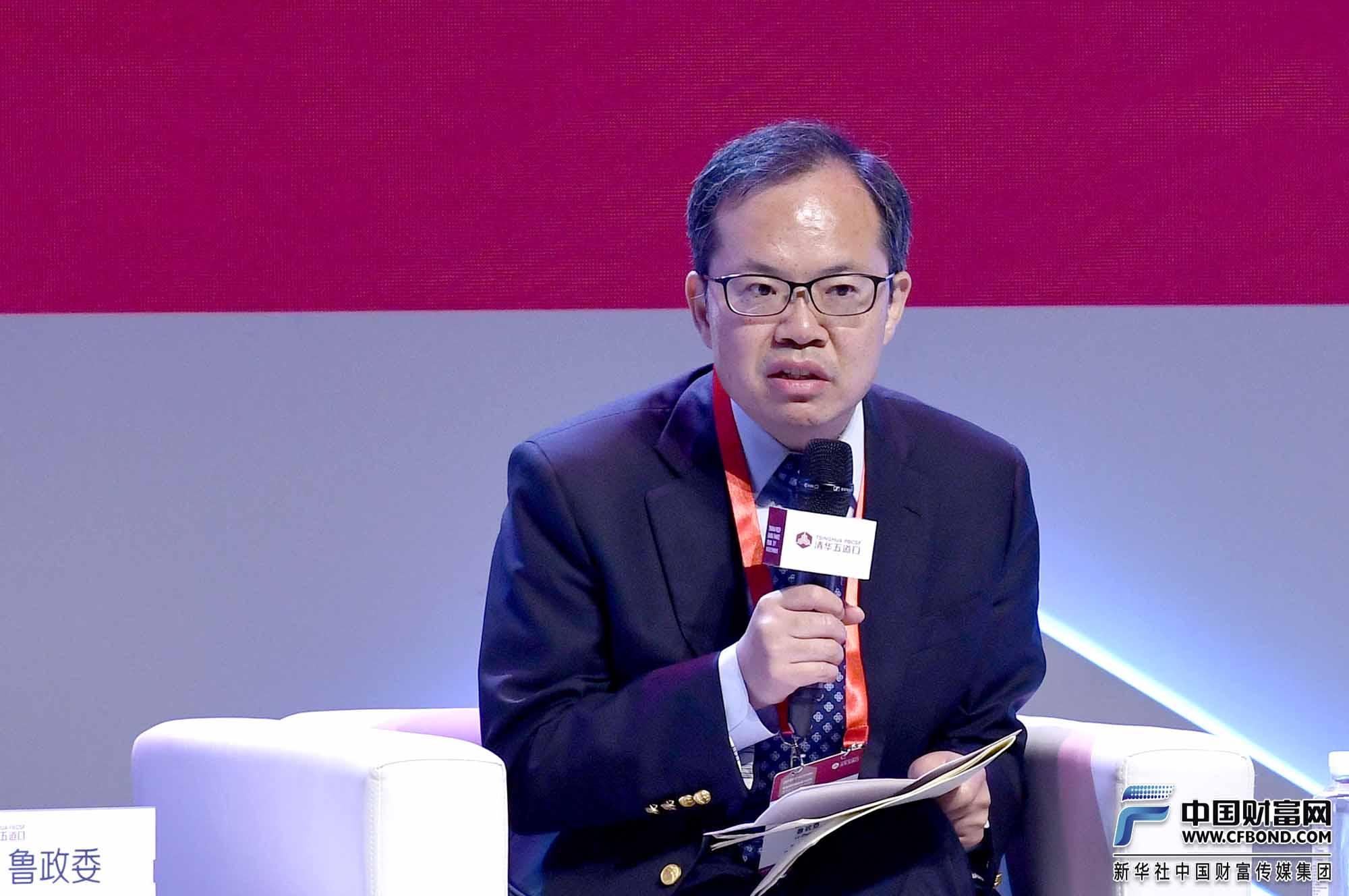 鲁政委:可以通过进一步发展第三产业来应对风险