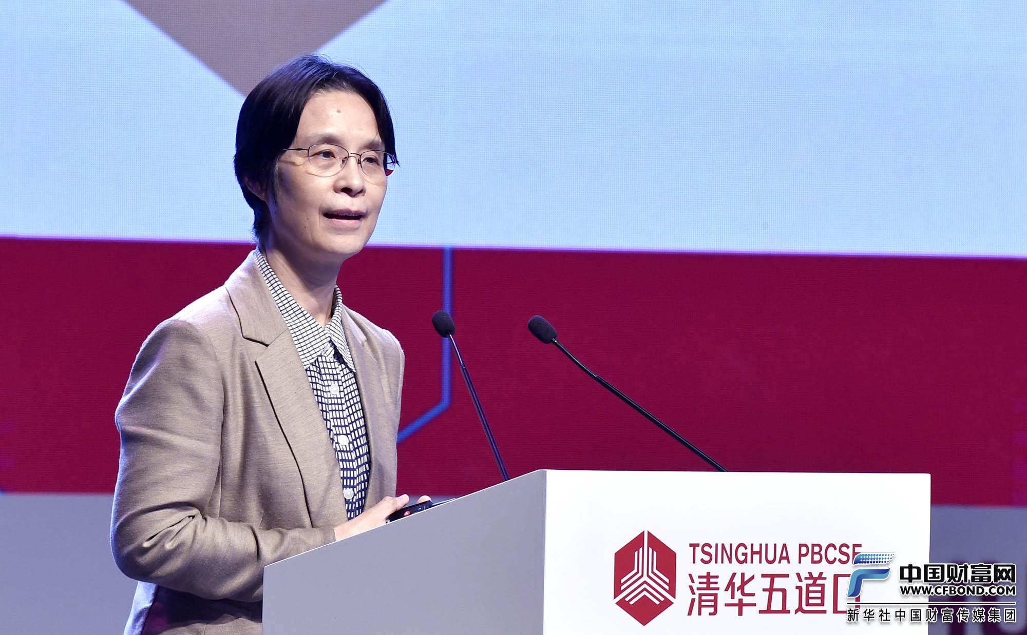演讲嘉宾:十三届全国人大常委、清华大学公共管理学院教授 、院长江小涓。