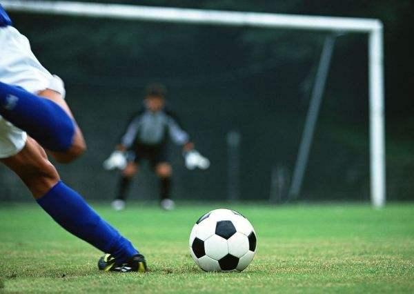 """中国将举办2023年亚洲杯 哪些公司抢到""""球""""?"""