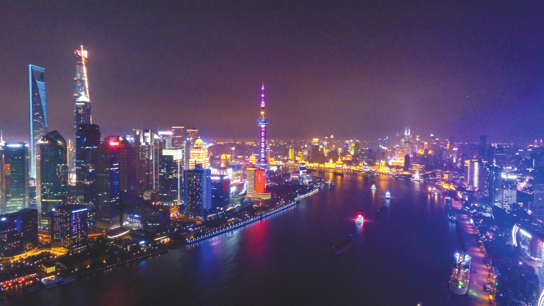 易纲:进一步加快上海国际金融中心建设