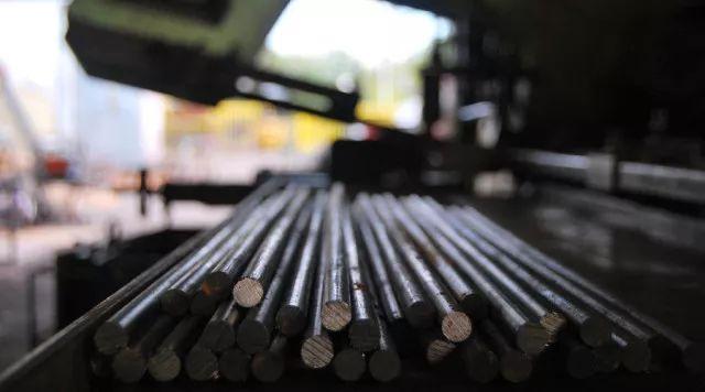 国内钢价微跌 进口矿价创阶段性新高