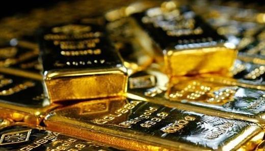 恒指小幅低开 黄金股逆市上涨