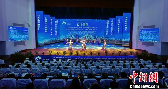 中国知名诗人走进祁连山 感受传播山河巨变