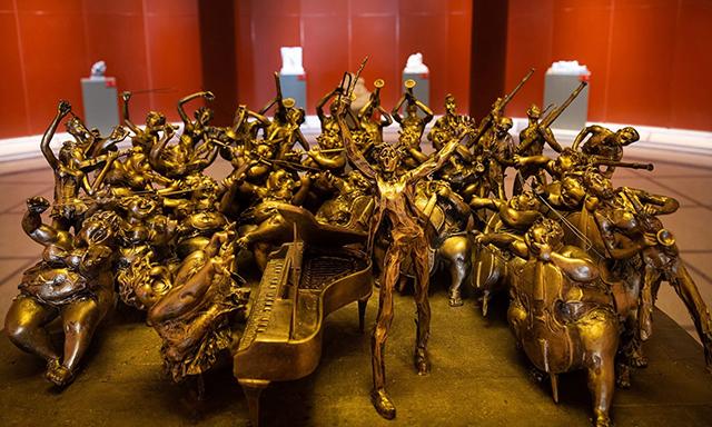 收藏投資導刊│慶祖國70華誕許鴻飛雕塑世界巡展在云南美術館開幕