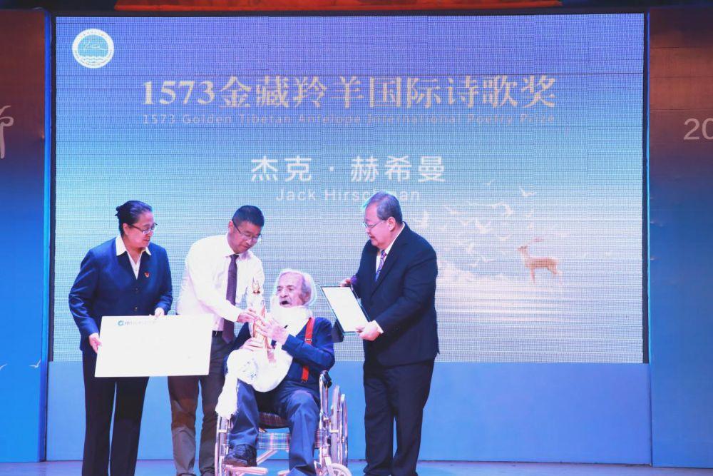 全球百位诗人齐聚青海湖国际诗歌节