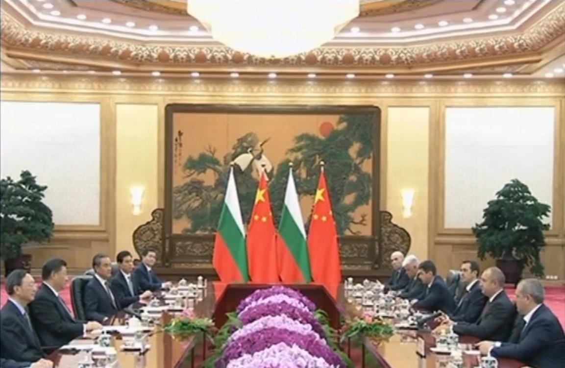保加利亚总统应邀访华 张同禄景泰蓝《中国尊》荣登国礼