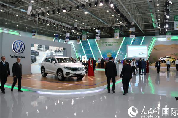 国际汽车展展厅(记者周翰博摄)