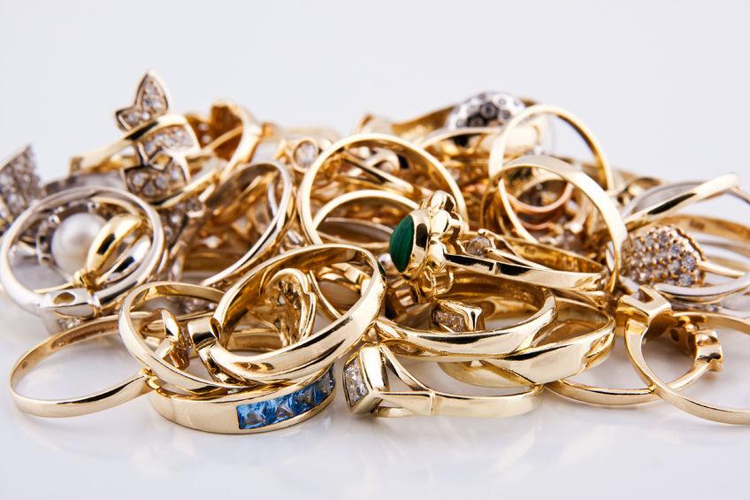 两市低位盘整创业板指跌逾1% 黄金珠宝概念逆市走强