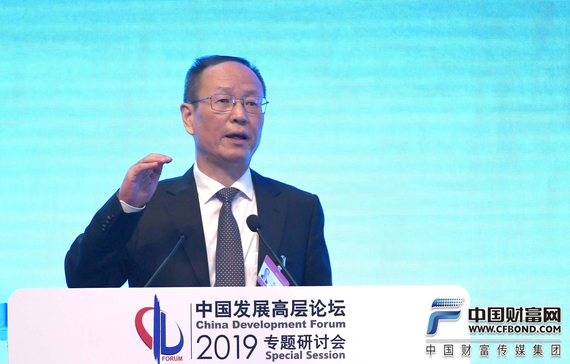 王一鸣:全球经济前景比较黯淡,挑战主要来自四方面