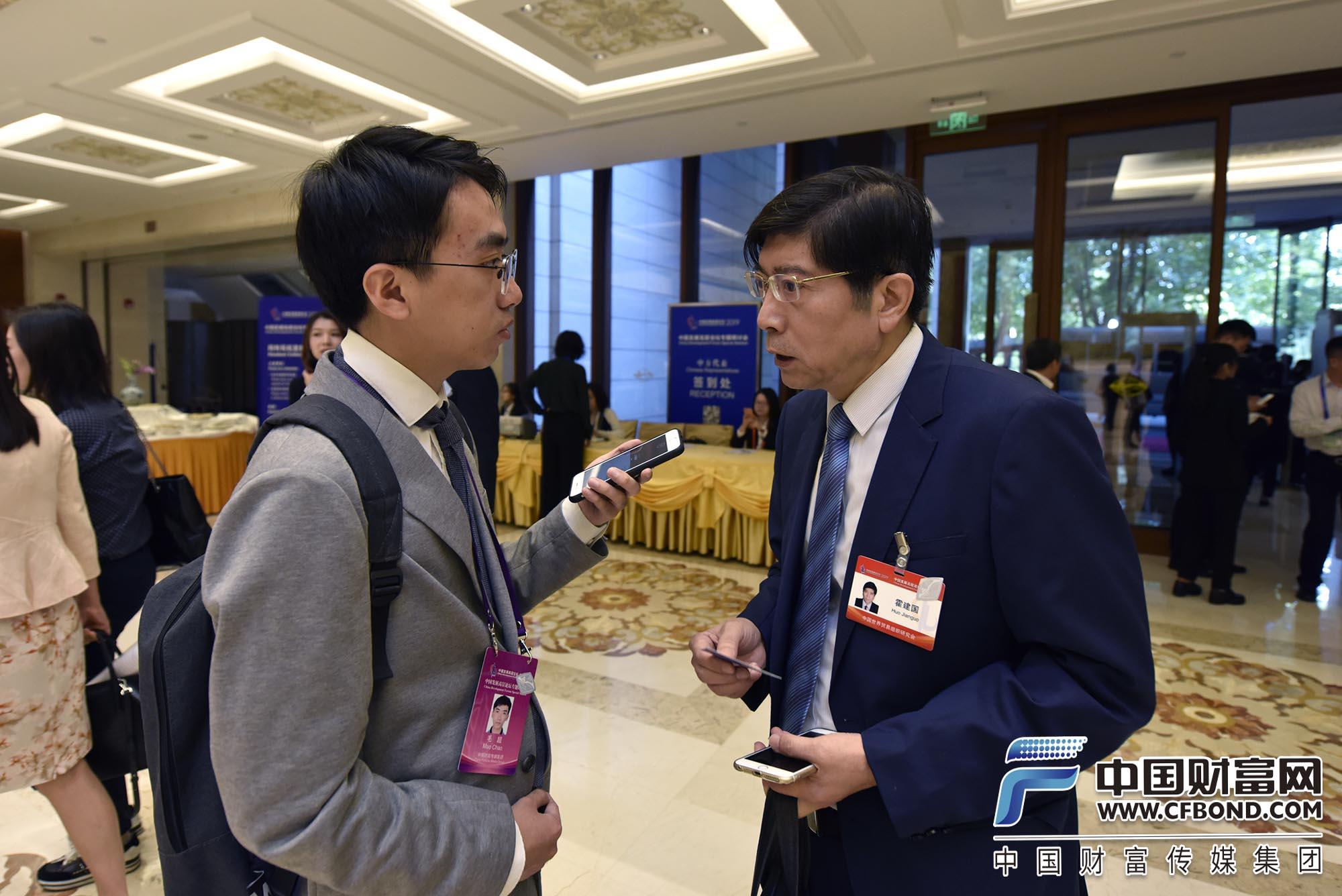 太阳神娱乐世界贸易组织研究会副会长霍建国接受采访