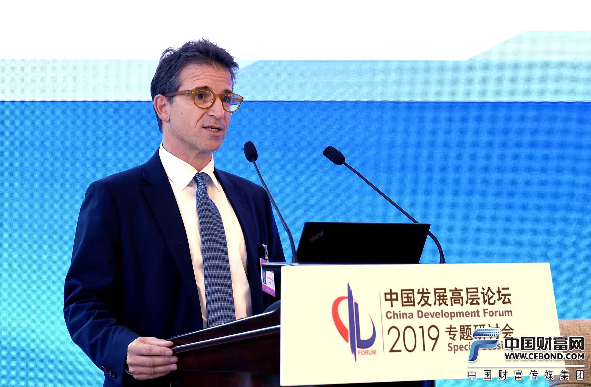 高盛集团亚太区联席总裁兼亚太区证券部主管白瑞德发言