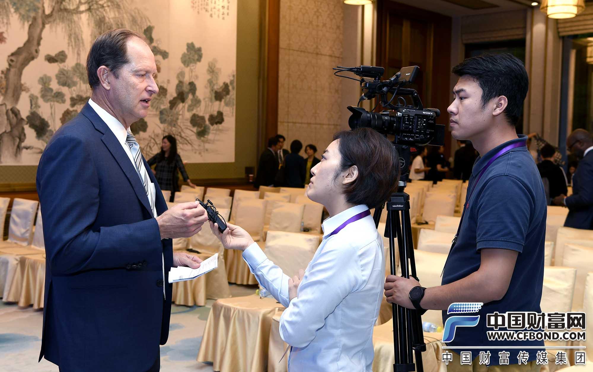 中国财富网记者张静静采访马克·布热津斯基