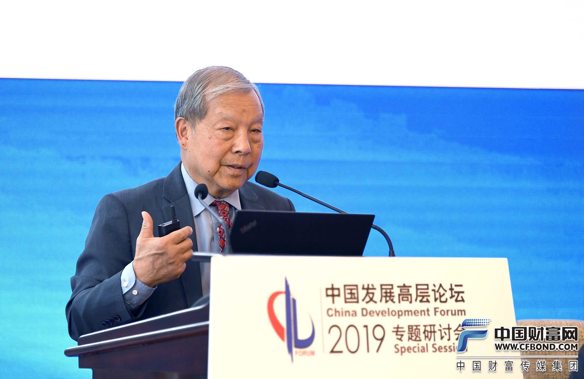 卡内基国际和平研究院亚洲项目资深研究员黄育川发言