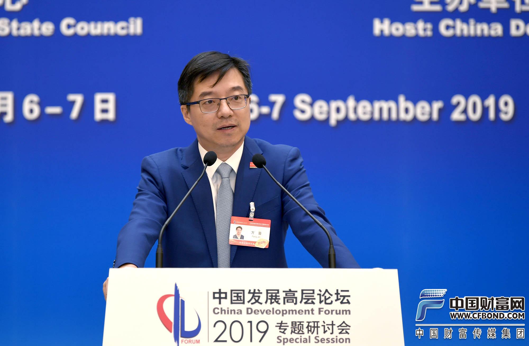 中国发展研究基金会秘书长方晋主持早餐会