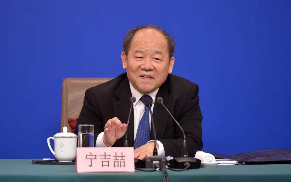 宁吉喆:着力促进消费提质扩容 破除汽车消费限制