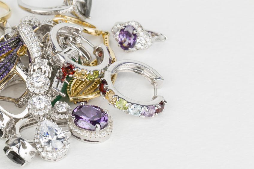 萃华珠宝:拟开展套期保值业务应对黄金原材料价格波动