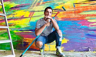 """王府半岛酒店&因赛艺术 携手俄罗斯艺术家MAX GOSHKO-DANKOV创作大型装置""""色彩墙"""""""