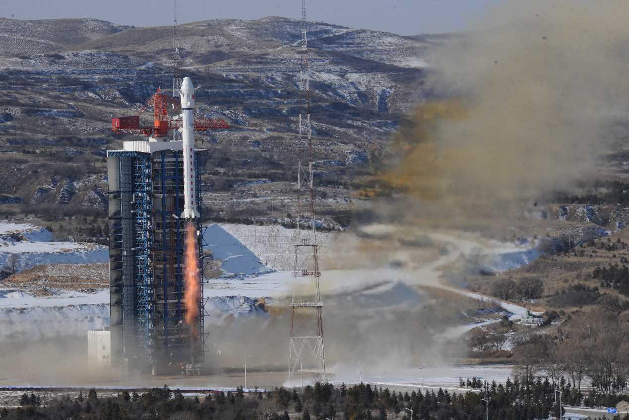 """全球首颗亚米级超大幅宽光学遥感卫星""""红旗一号-H9""""成功发射"""