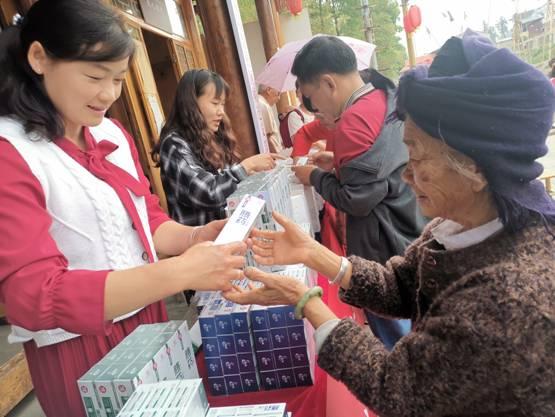 """""""暖爱""""五一假期:云南腾药免费赠送群众50000支牙膏"""