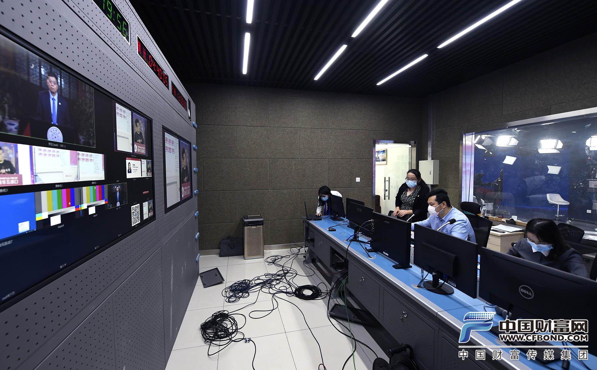 中国财富网直播团队正在做最后调试