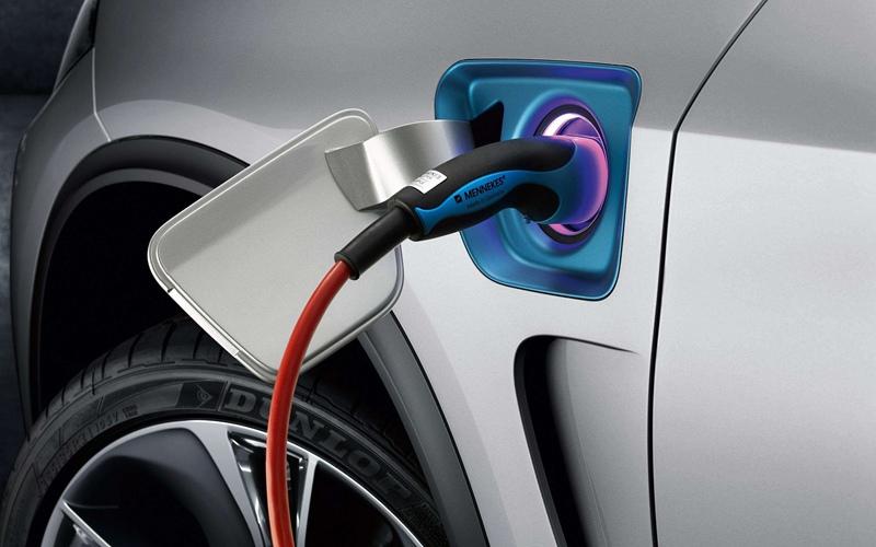 电池技术进步推动电动车市场加速发展
