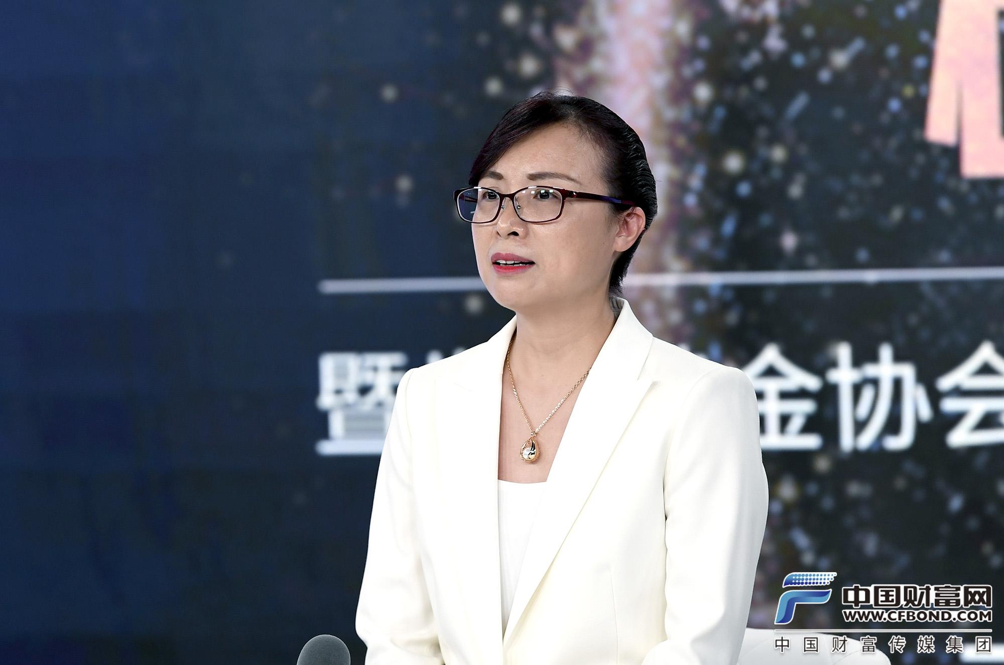 YLG集团中国区董事总经理 、高级黄金分析师 、黄金分析师大赛冠军黄诗韵