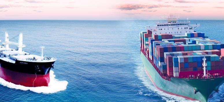 广西北部湾港首次通航10万吨级集装箱船
