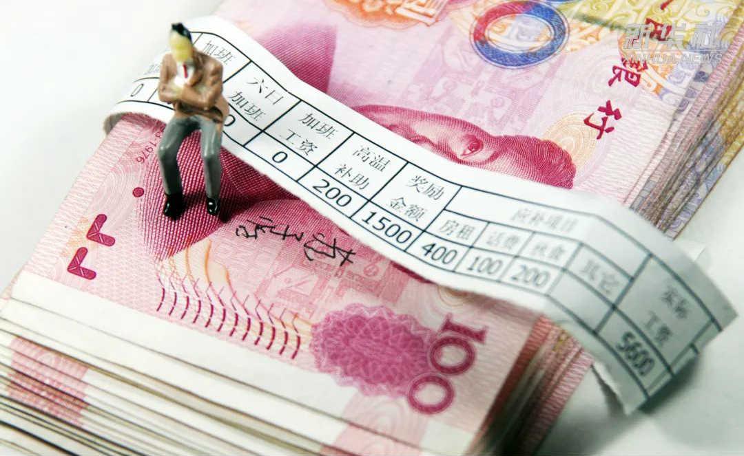 【中国财富报道】网传金融机构要集体降薪,四大行凌晨紧急回应