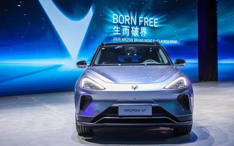 ARCFOX发力高端新能源车市场 首款量产车αT上市