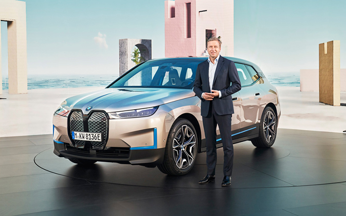 BMW iX全球首秀 宝马欲重构未来出行