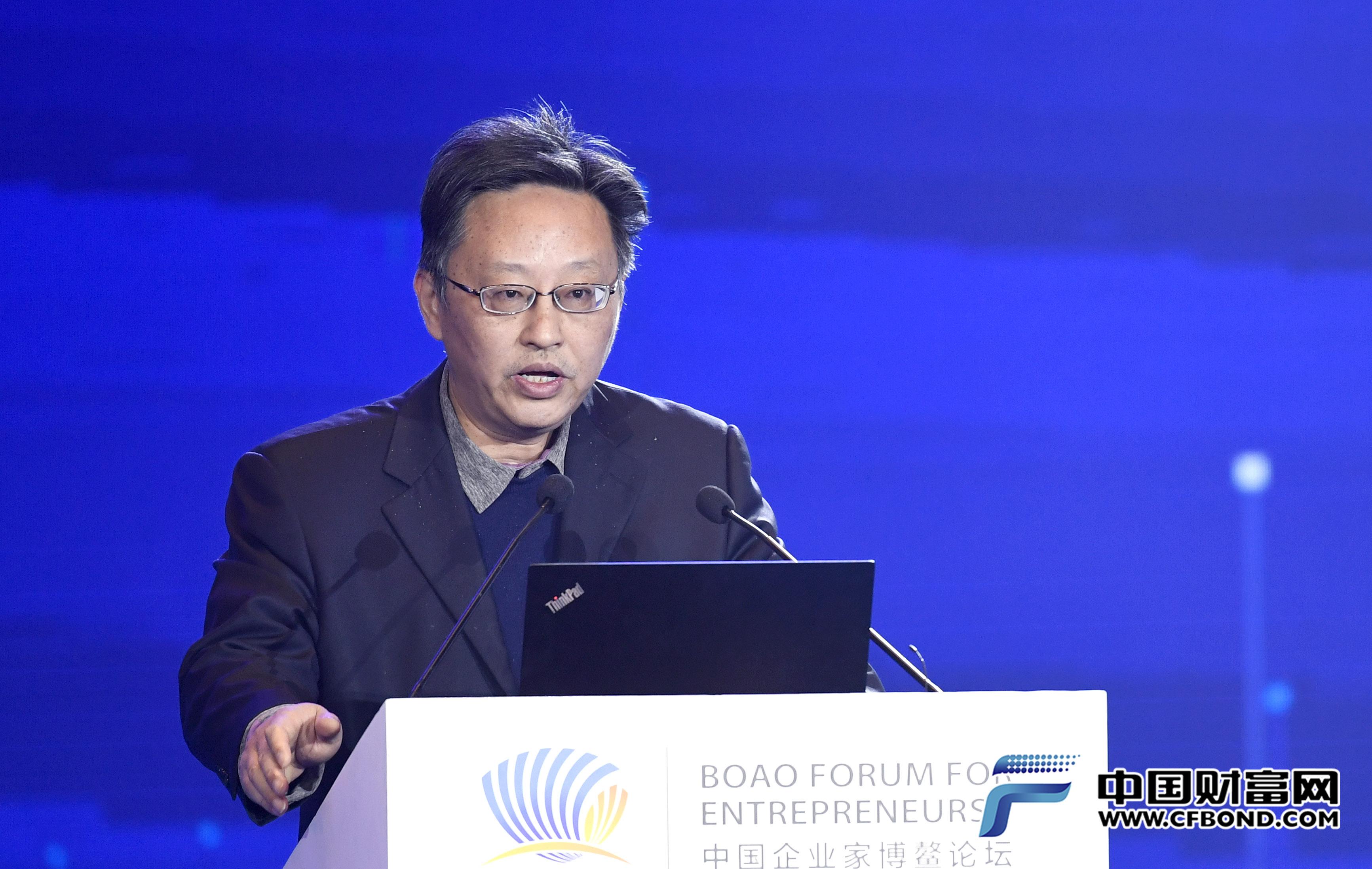 中国人民银行参事室主任、国务院参事室金融研究中心主任纪敏主题演讲