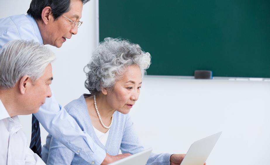 全社会行动起来为老年人提供便利