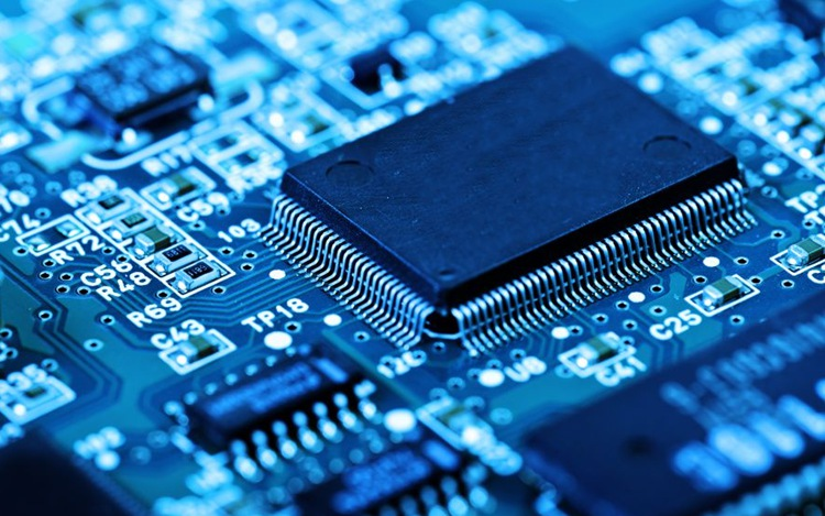 汽车业最新发展趋势划重点 补齐芯片软件短板