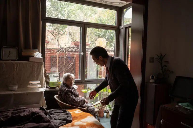 """104岁的""""炒股奶奶""""成为上海最高龄股民,已经获得几十倍收益"""