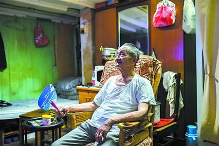 """一位90岁老股民的""""炒股经"""" 基本把股市当银行"""