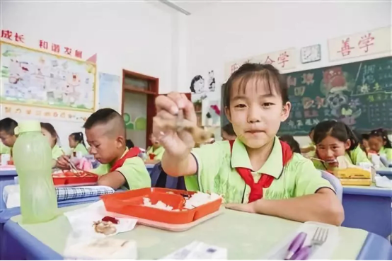 北京探索中小学营养教育