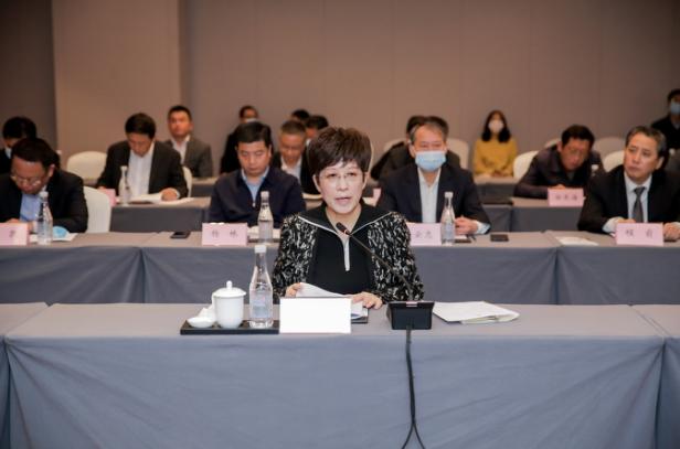 上海新沪商联合会企业家考察团走进黄山考察座谈